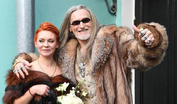 Коричневое платье инестерильная любовь: новая свадьба Джигурды— ФОТО