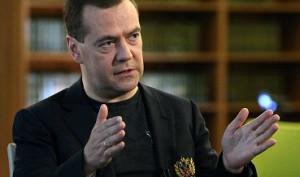 Медведев: Банки РФ будут взыскивать долги с украинских компаний через суд