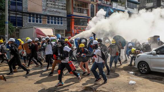 Города Мьянмы захлестнули беспорядки