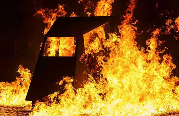 Пожар уничтожил десять автобусов вгараже подКировом