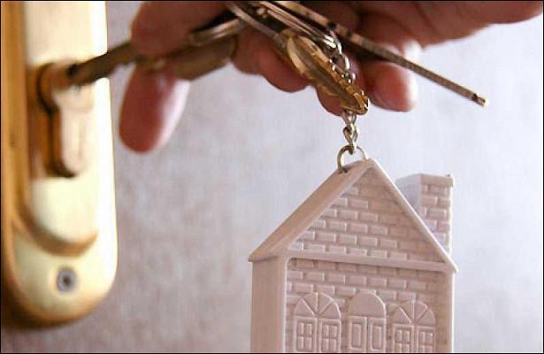 Минстрой области проверил реализацию программы попереселению граждан изаварийного жилья вШабалинском районе