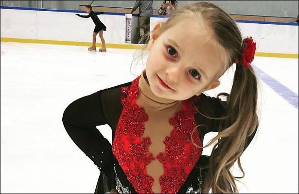 «Генеральша»: трехлетняя Надежда Пескова учит старшего брата нырять