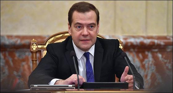 Экономика возобновит рост в начале года — Медведев