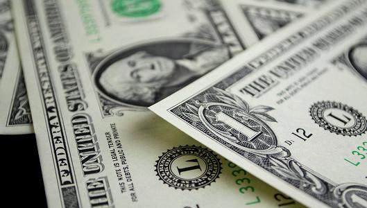Курс доллара по итогам пятницы упал на 29 копеек