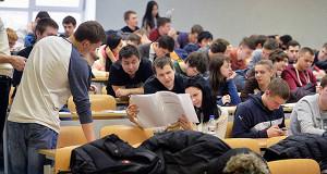 Платных студентов в стране стало меньше