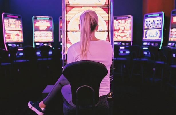 Работодатели перечислили причины увольнения сотрудников-игроманов