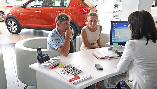 Продажи автомобилей в России сократились в апреле на 41,5%