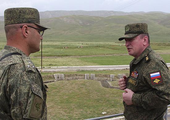 Командующий войсками Центрального военного округа прибыл вТаджикистан, гдепроинспектирует 201-юроссийскую военную базу