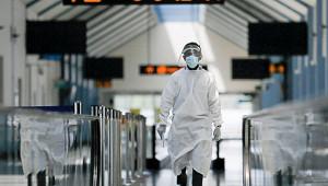 Зарубежом ограничивают авиасообщение из-зановых штаммов COVID-19