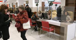 Минздрав предлагает разрешить получать полисы медстрахования в МФЦ
