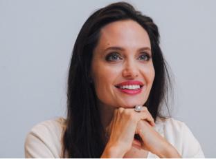 Анджелина Джоли презентовала свой фильм «Сначала ониубили моего отца: Воспоминания дочери Камбоджи»