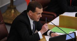 Медведев призвал минимизировать связь между действиями чиновников и инвестклиматом