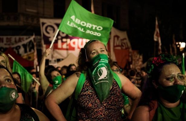 ВАргентине легализовано право женщин нааборт насроке до14недель