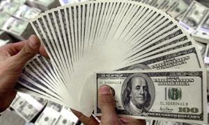 Биржевой курс доллара упал ниже 60 руб.