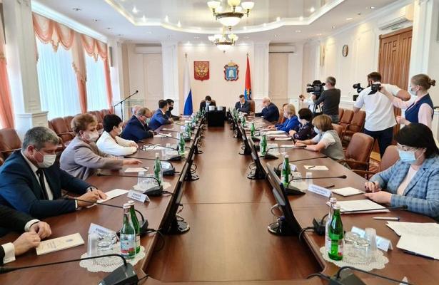 ВТамбове прошло совещание сучастием полномочного представителя президента вЦФОИгоря Щеголева попротиводействию распространению COVID-19ивыполнению нацпроекта…
