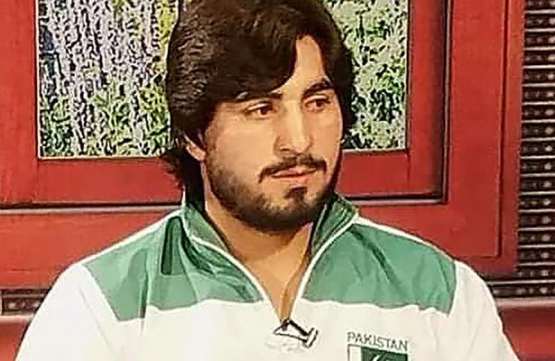 27-летний боксер Аслам Ханумер после нокаута