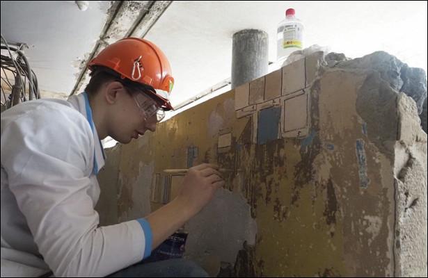 Началась реставрация стелы спортретом Дзержинского