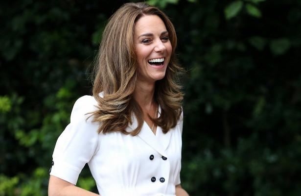 Почему Кейт Миддлтон всегда носит сумку влевой руке