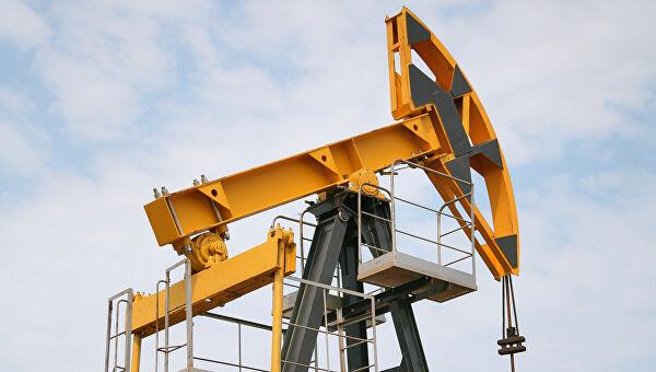 Цены нанефть слабо снижаются