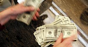 Американцев спасают от долговых ям