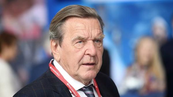 Шрёдер призвал власти Германии неотказываться о«Северного потока 2»