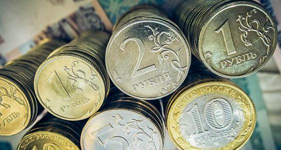 Рубль дорожает, корректируясь после снижения