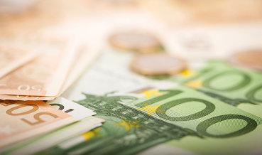 Евро растет к доллару