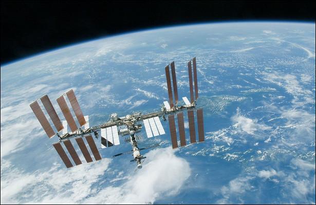 Космонавты практически незамечают утечку воздуха сМКС