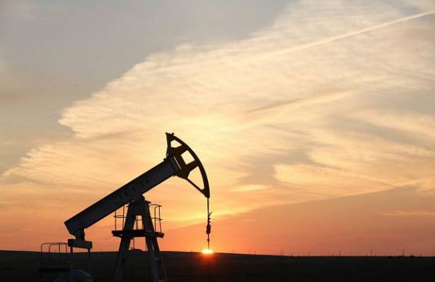 Мировые цены нанефть икурс рубля ускорили падение нафоне встречи ОПЕК