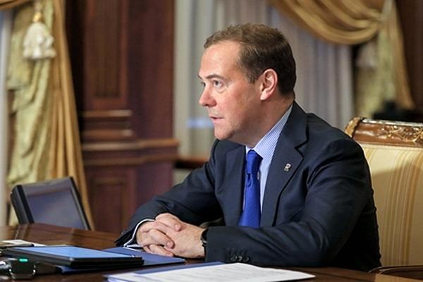 Медведев спрогнозировал судьбу доллара приБайдене