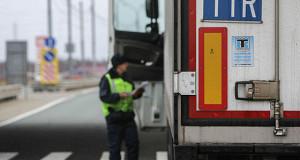 Российская таможня с перебоями оформляет товары из Турции