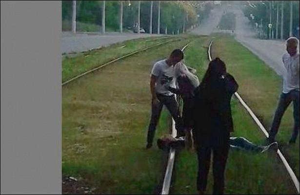 Лежащий напутях подросток остановил трамвай вИжевске