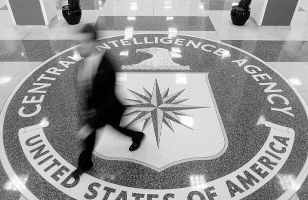 «Вшапочках изфольги»: ФСБоценила «облучение» сотрудника ЦРУ