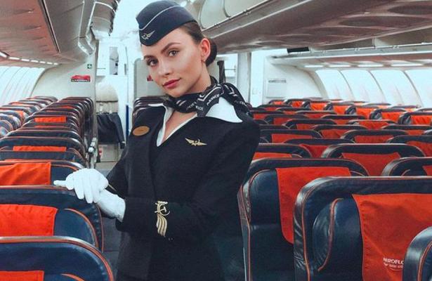 «Хочется летать вБарселону, алетаем вКемерово»: стюардесса разочарована работой впандемию
