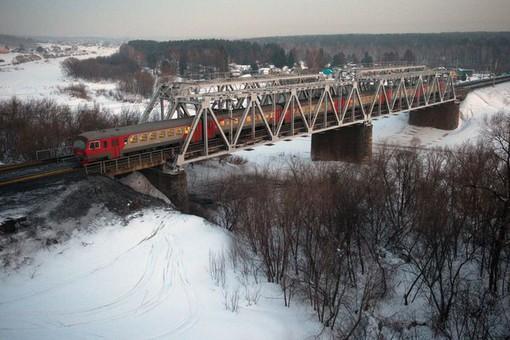 ВОренбургской области дваребенка попали подпоезд