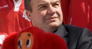 Сердюков займется авиапрограммами в «Ростехе»