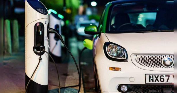 К2025 году наулицах Великобритании появятся зарядные станции дляэлектромобилей