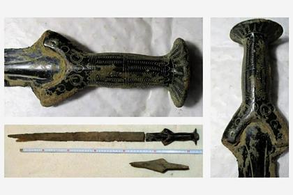 Мужчина пошел загрибами инашел древний меч