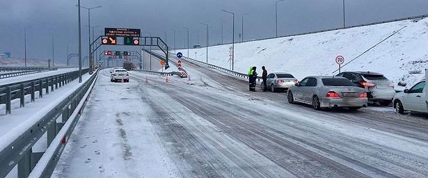 Врайоне Крымского моста выпало почти 50сантиметров снега