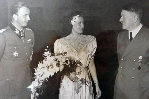 Опубликовано ранее неизвестное фото Гитлера насвадьбе