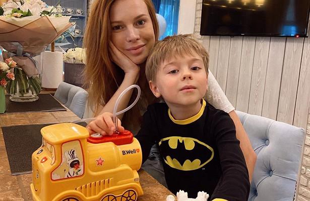 Нежная Наталья Подольская вхалатике рассказала омамских радостях