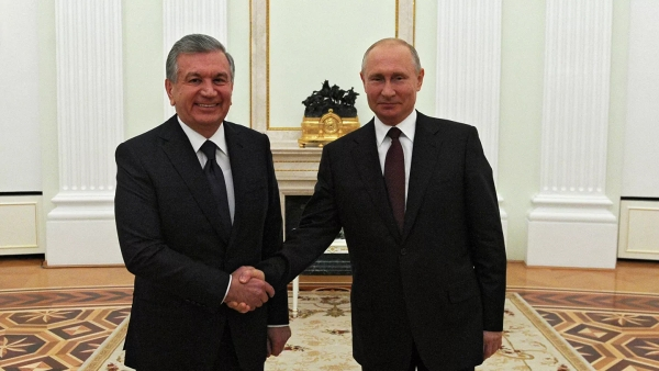 Путин обсудил спрезидентом Узбекистана вакцину