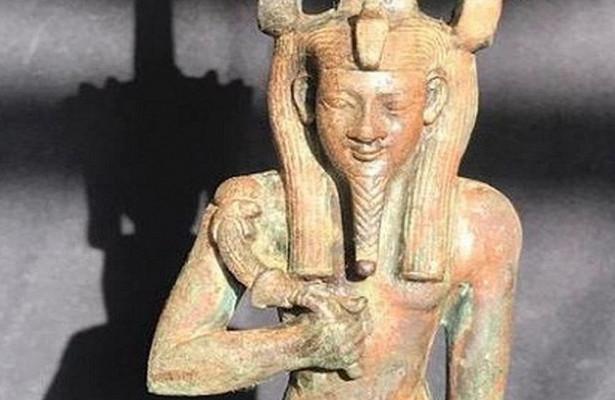 ВЕгипте найдена статуя бога Нефертума сдрагоценными камнями