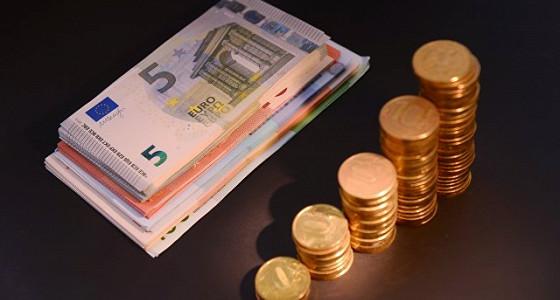 Евро вырос выше 63 рублей впервые с 9 февраля