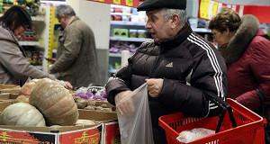 Социологи ожидают перехода россиян на подножный корм