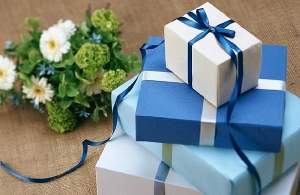 Россиянам посоветовали продать новогодние подарки