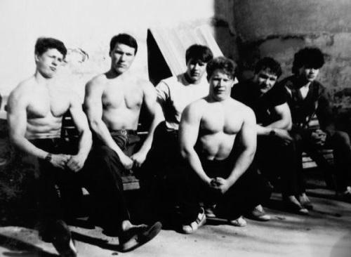 Любера против неонацистов: каккачки-патриоты побили «фашистов»