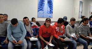 Трудовые мигранты стали реже обращаться за разрешением на работу