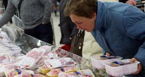 Россияне перешли на покупки продуктов впрок