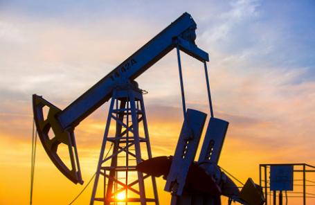 Падение цен и санкции тормозят нефтяников